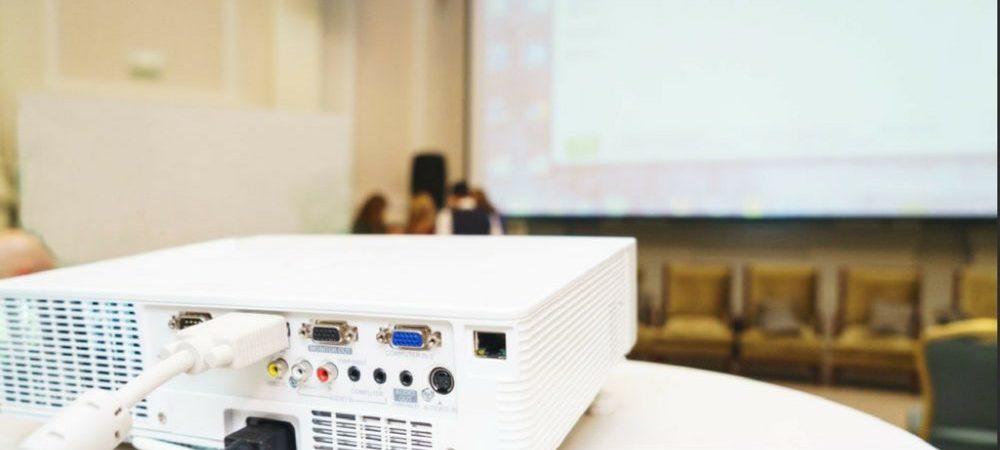 ¿Cómo conectar un proyector a la computadora PC o Laptop?